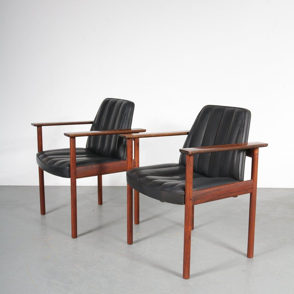 m23572 1960s Set of 2 high easy chairs on rosewooden base with black leather upholstery Sven Ivar Dysthe Dokka Mobler / Norway