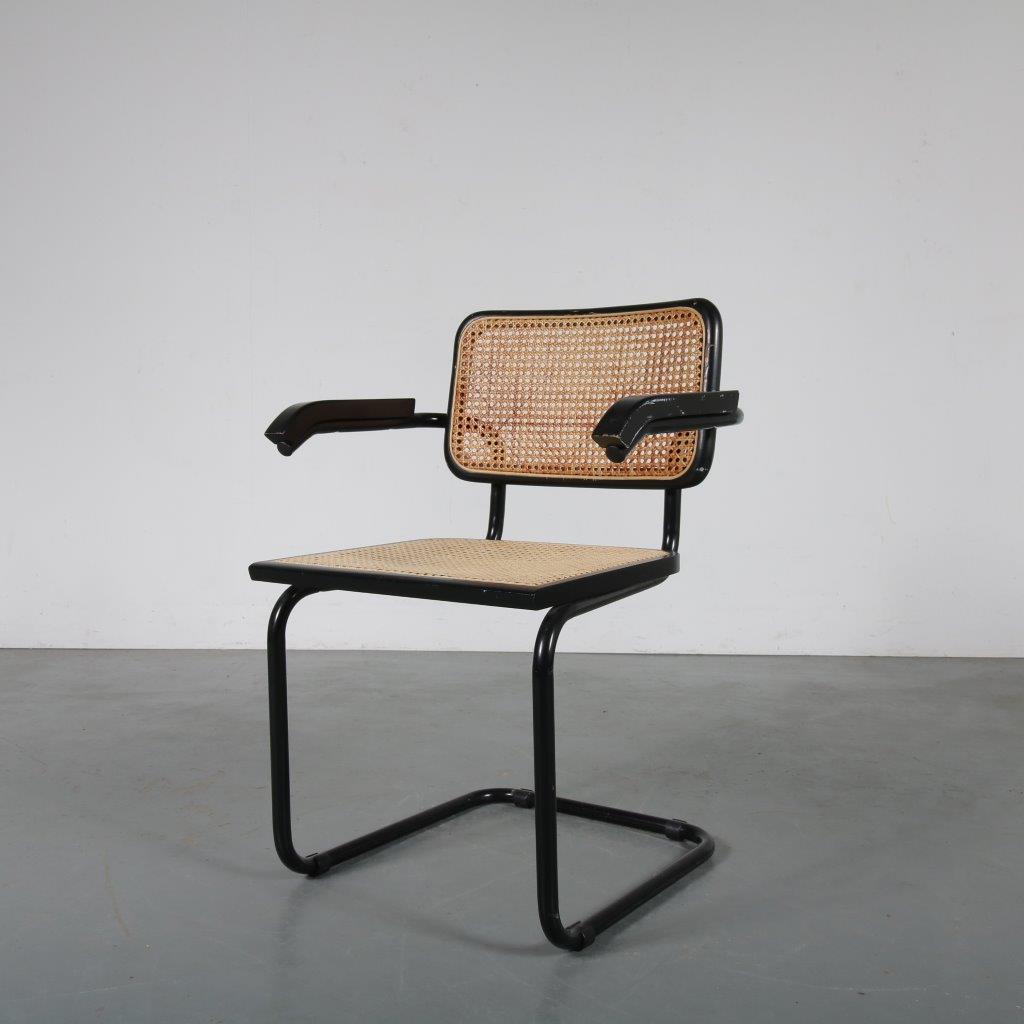 m23790 1970s Cesca chair with black frame and armrest Marcel Breuer Italy