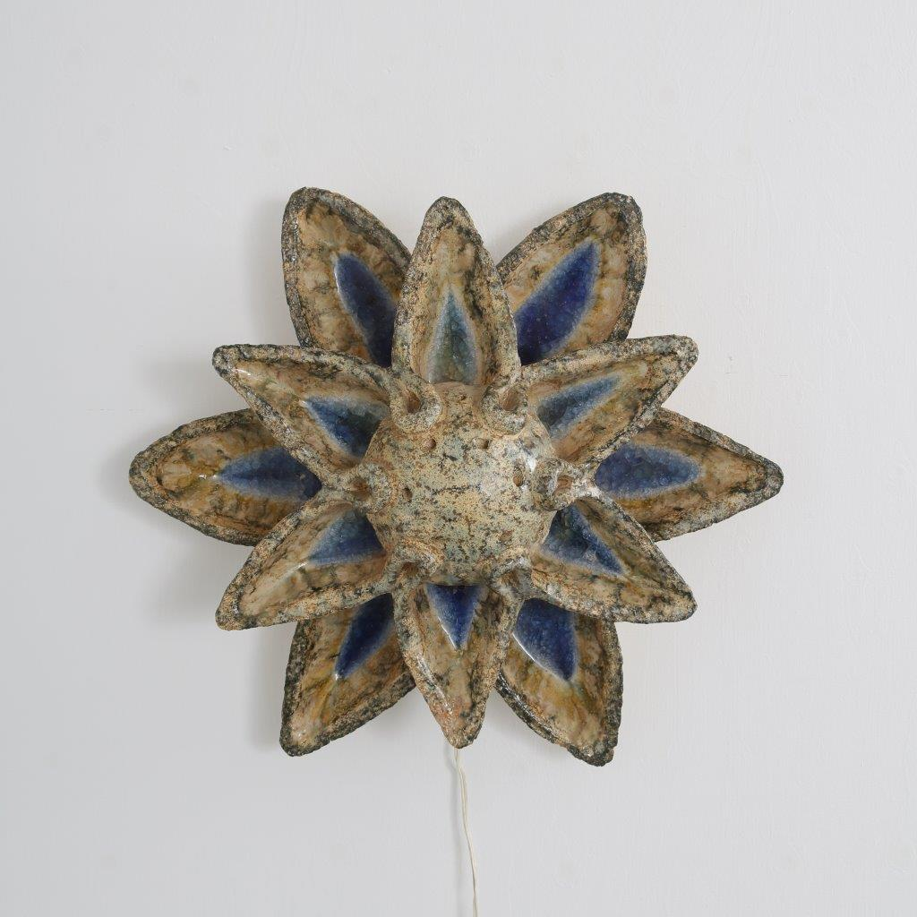 L4260 1960s Flower shaped ceramics wall lamp Pieter Groeneveld