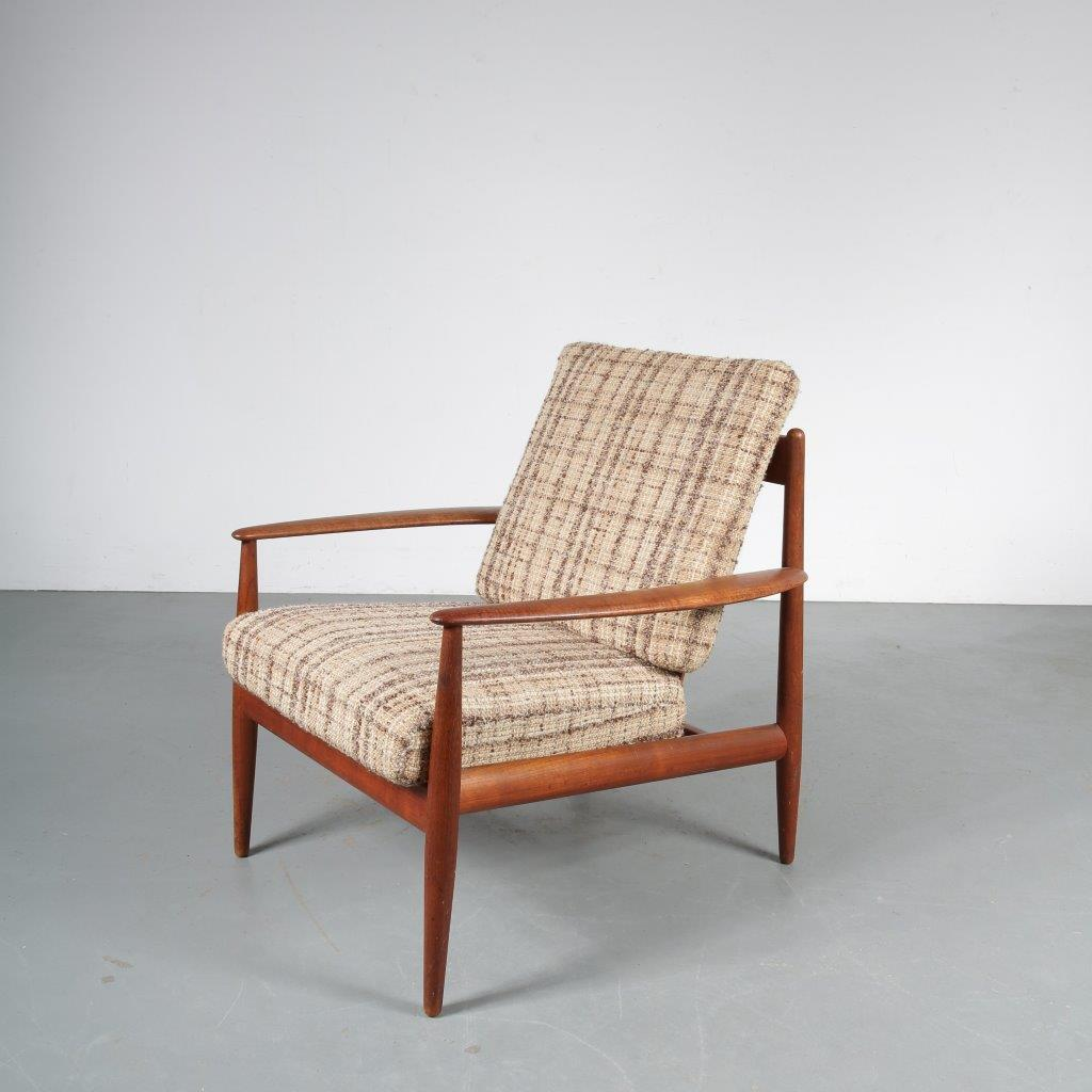 m23765 1950s Teak easy chair with original fabric upholstery Grete Jalk France & Daverkosen / Denmark