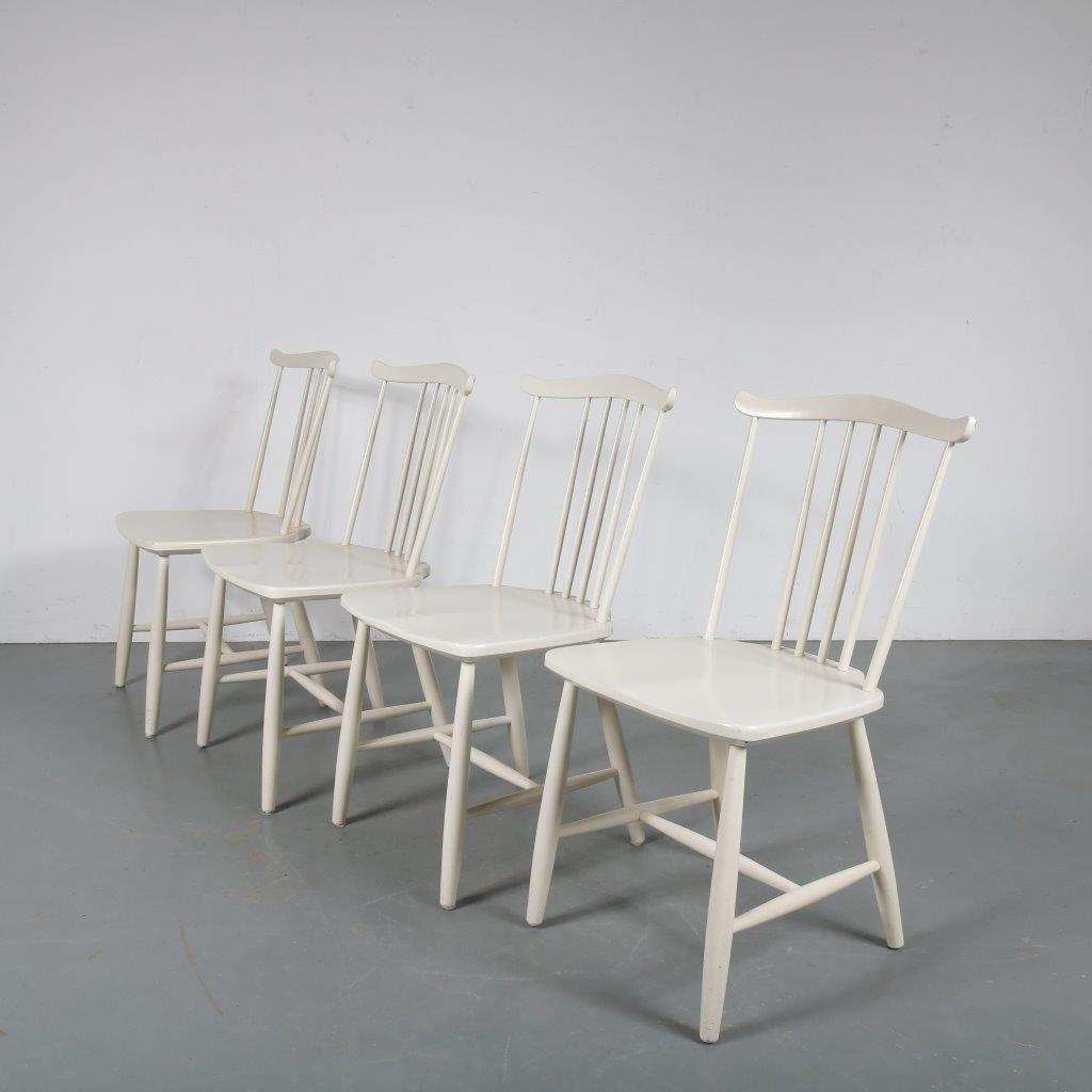 m23800 1960s Set of four spokeback white wooden chairs Hagafors / Sweden