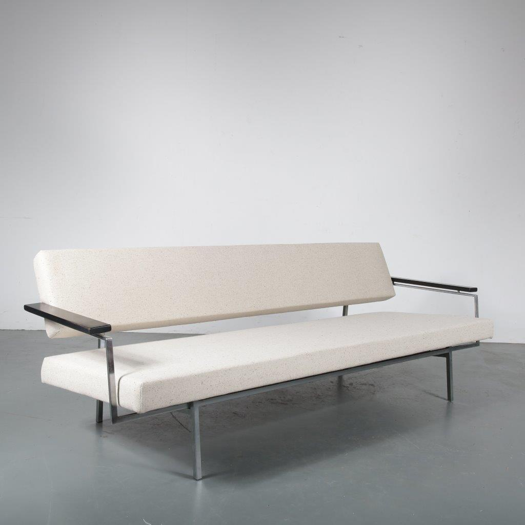 m23853 1950s 3-Seater sofa / sleeping bench with wooden armrests with new light beige Fleck Chalk upholstery Rob Parry Gelderland / Netherlands