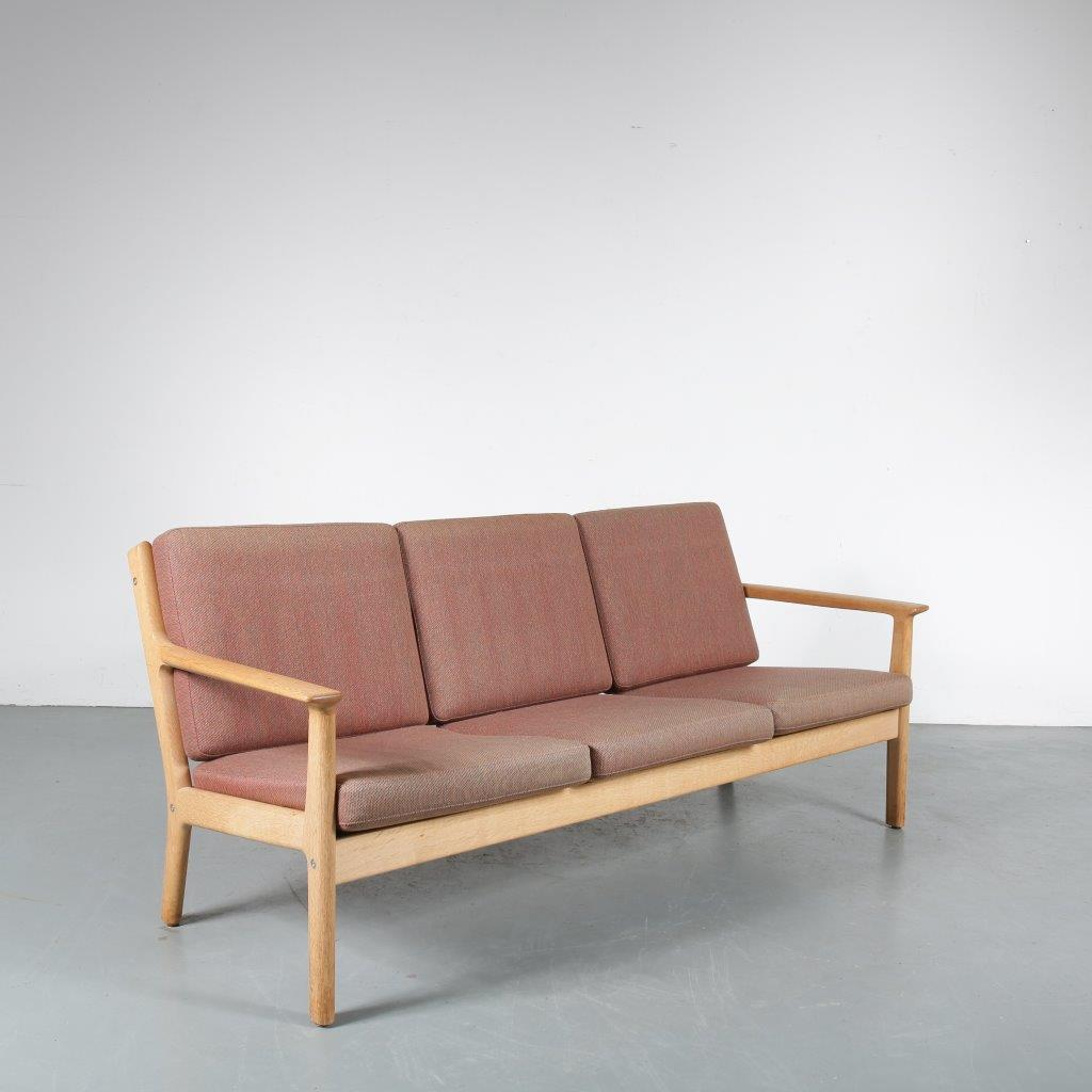 INC64 1960s 3-Seater sofa in oak wood with brown fabric cushions Hans J. Wegner Getama / Denmark