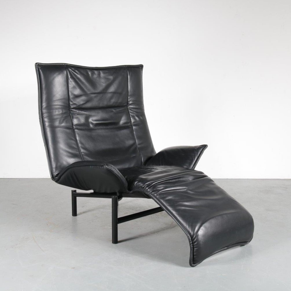 "m23904 1980s Black leather adjustable lounge chair on black metal base model ""Veranda"" Vico Magistretti Cassina / Italy"