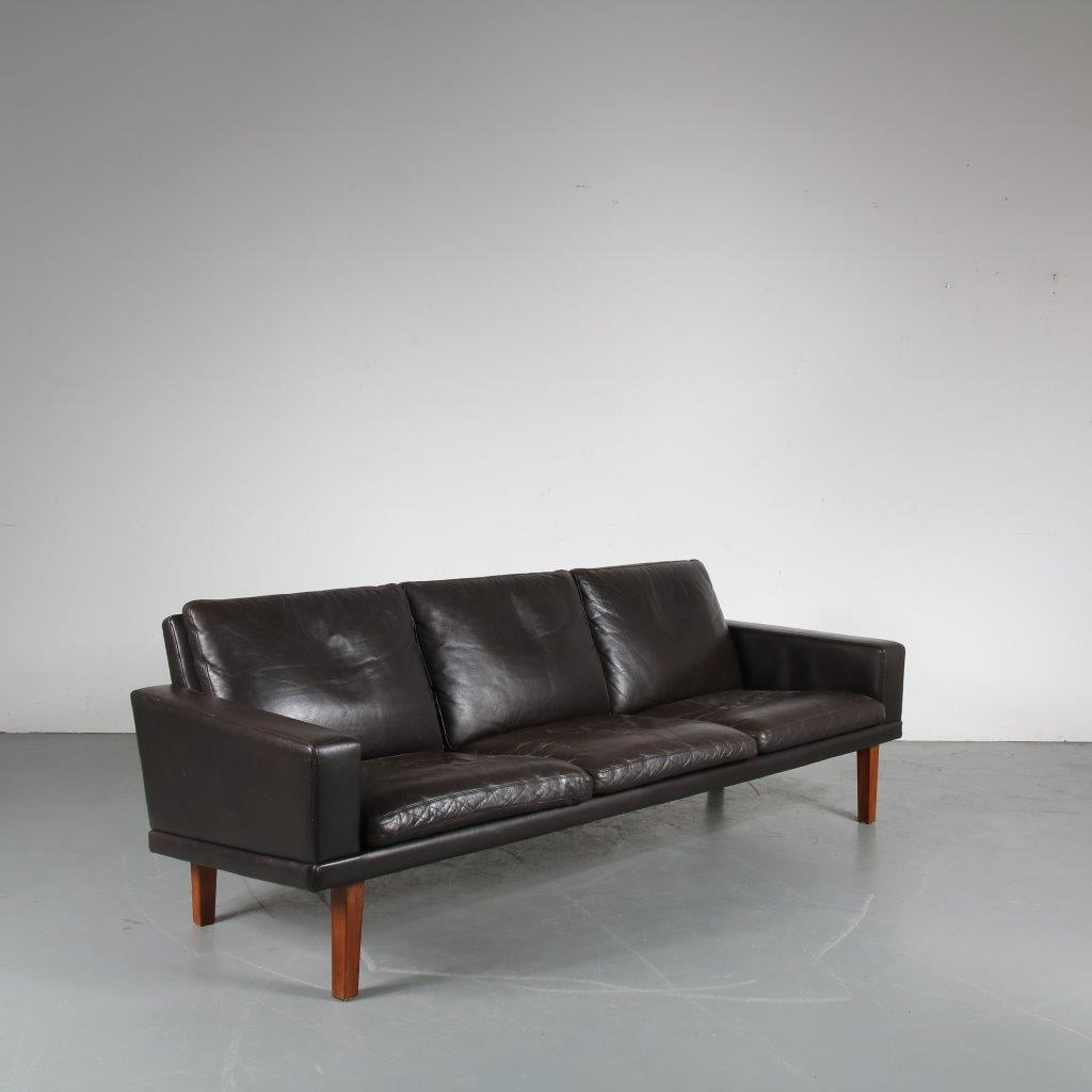 m23531 1950s Dark brown leather sofa on rosewooden base Bovenkamp / Netherlands