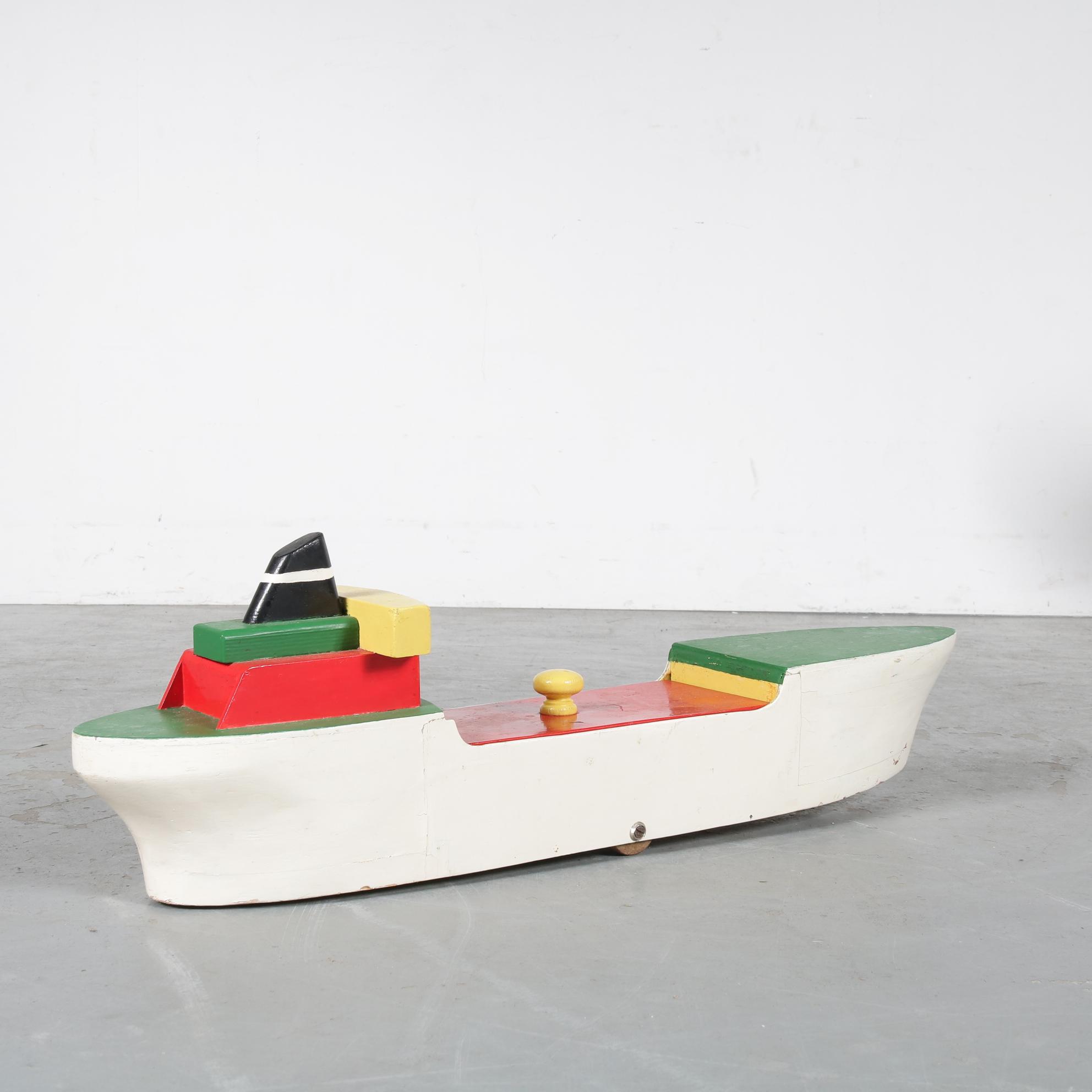 K3645 1950s Wooden toy / storage boat