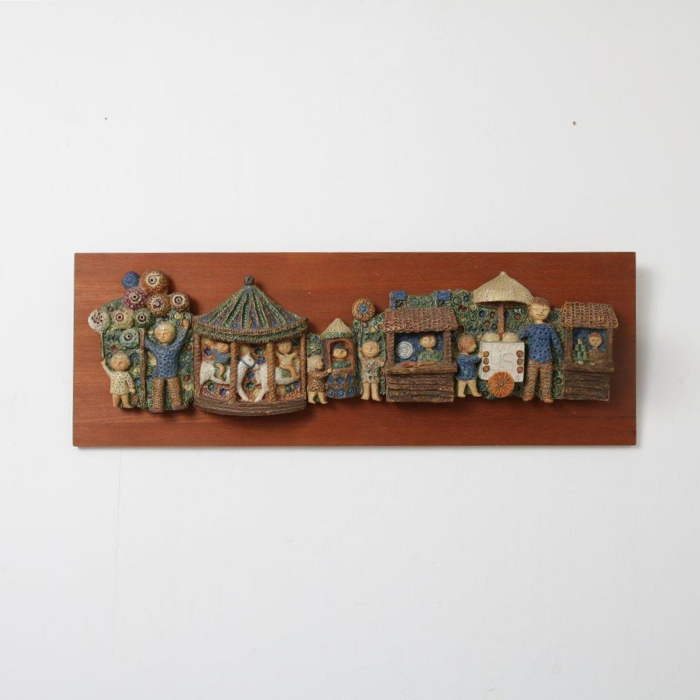K3564 1950s Decorative wood with ceramics wall plate, Netherlands