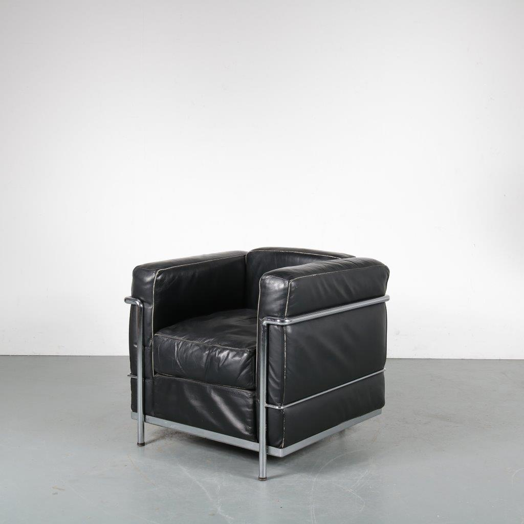 m24048 1960s Easy chair on chrome pipe frame base with black leather upholstery Le Corbusier Italy