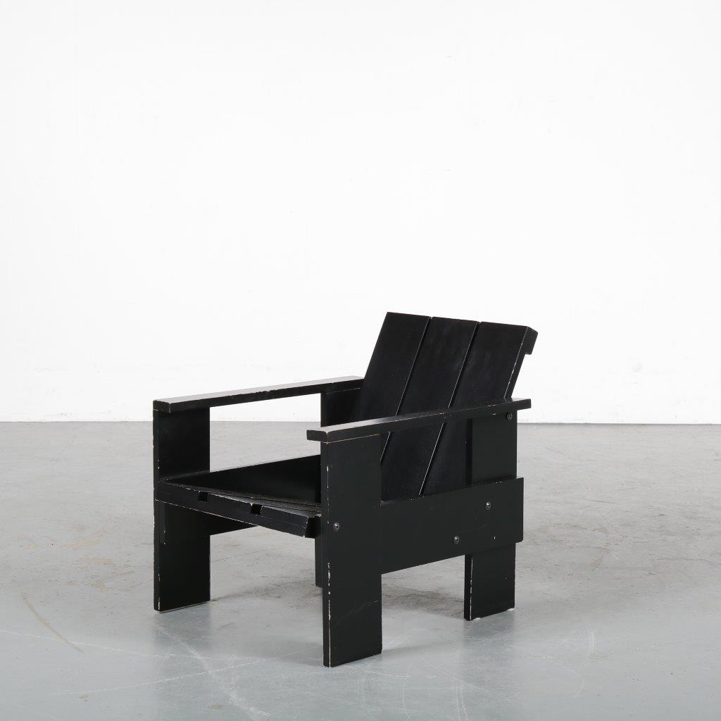 m23944 1990s Black wooden children crate chair reproduction Gerrit Rietveld Rietveld by Rietveld / Netherlands