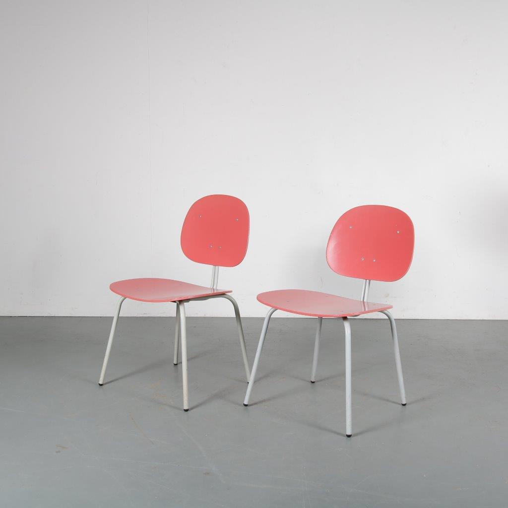 m24022 1950s Set of two side chairs on white metal base with pink wooden seat and back Auping / Netherlands