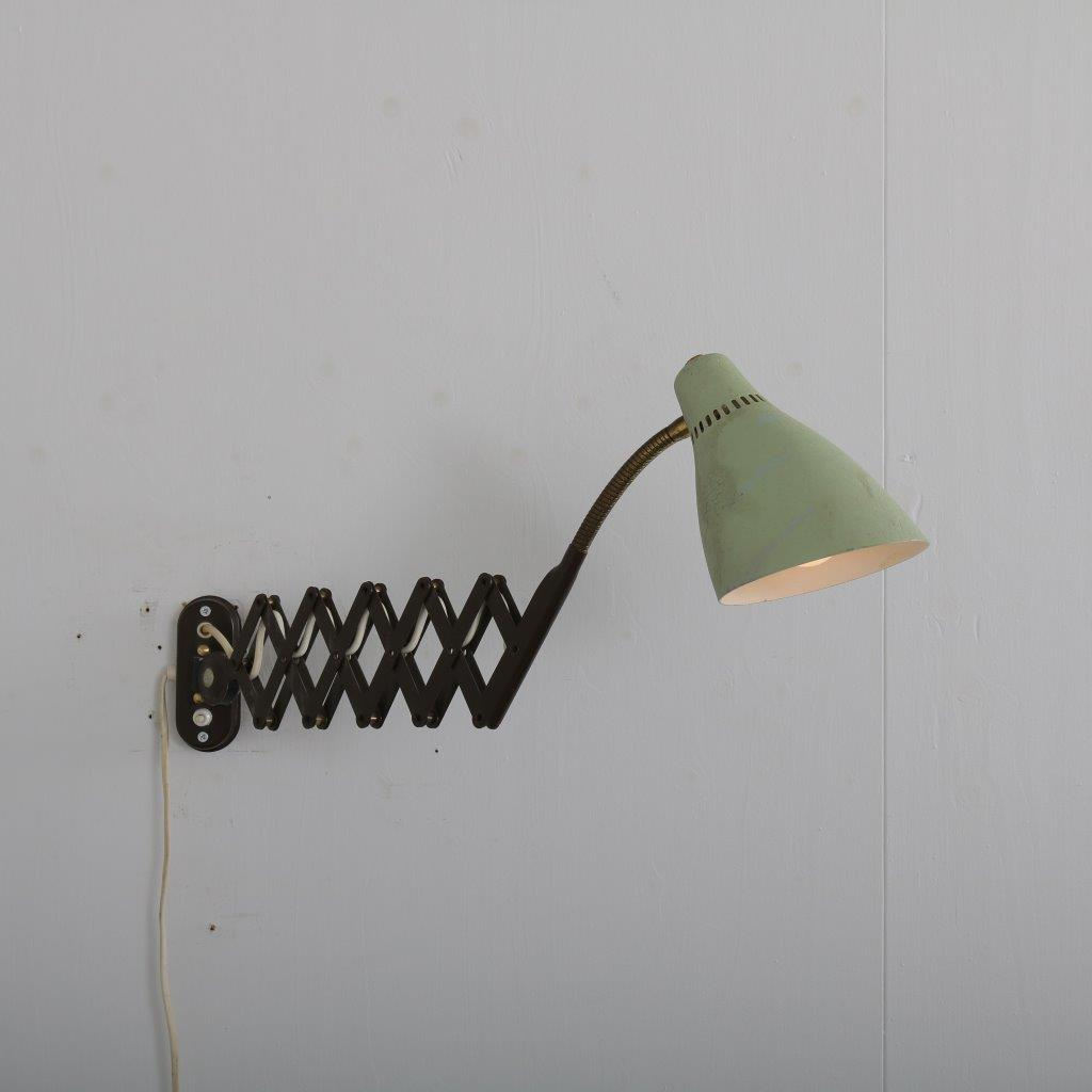 L4417 1950s Scissor lamp with green metal hood in the style of Stilnovo / Stillux Italy
