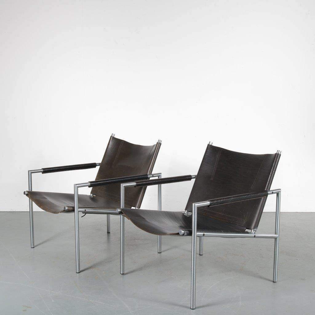 m24015 1960s Pair of easy chairs on chrome metal base with black neck leather upholstery Martin Visser Spectrum / Netherlands