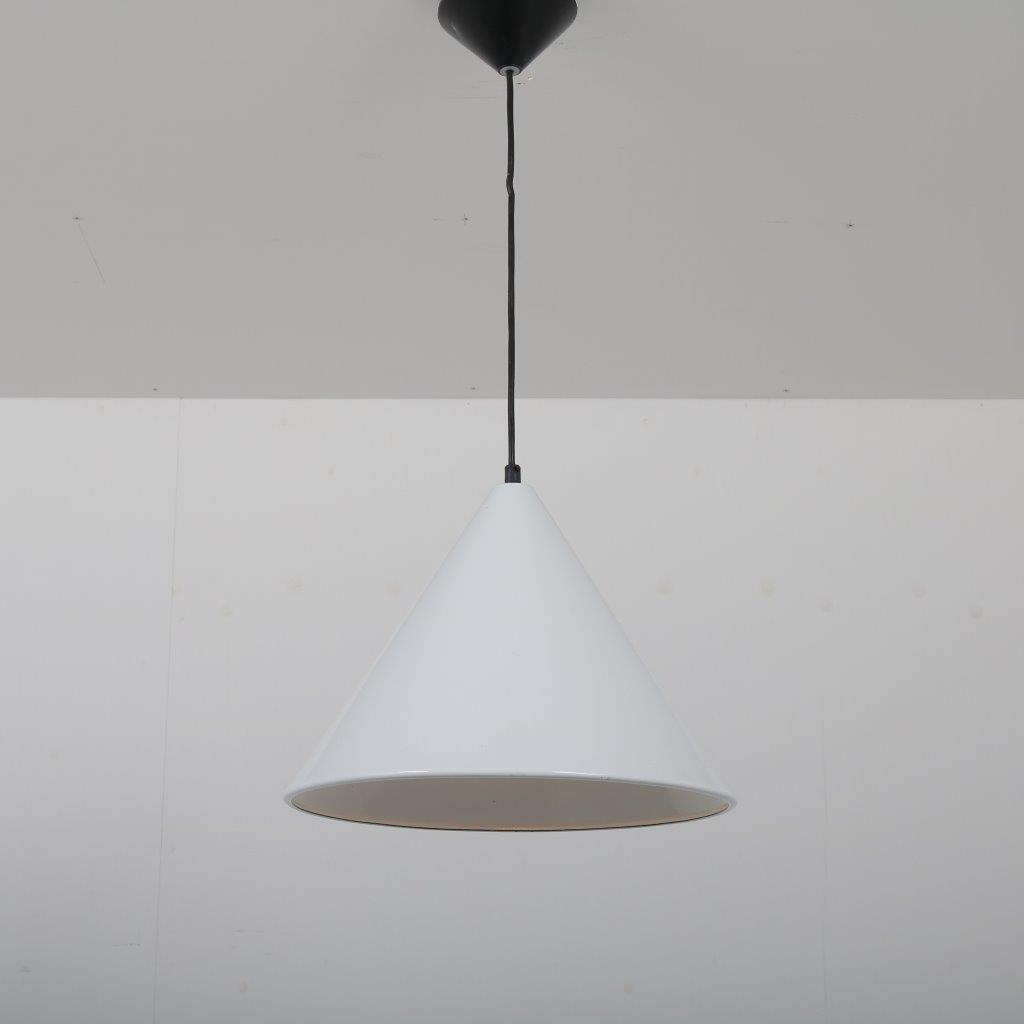 L4270 1960s White enemaled hanging lamp model Billiard Arne Jacobsen Louis Poulsen / Denmark