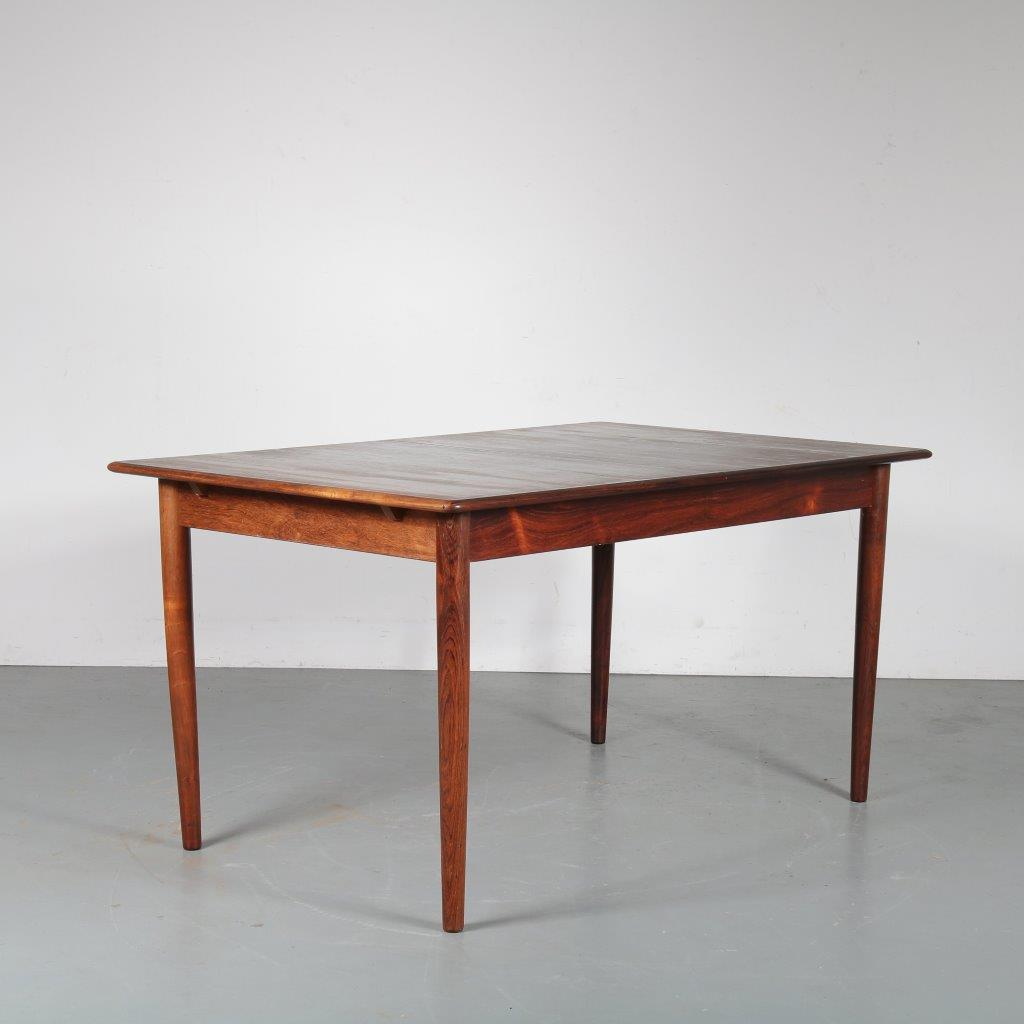m23812 1960s Rectangular extendible rosewood dining table Dyrlund / Denmark