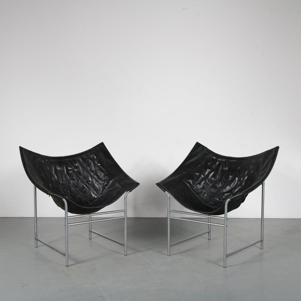 m23935 1980s Pair of easy chairs on chrome metal base with leather upholstery Gerard van den Berg Montis / Netherlands