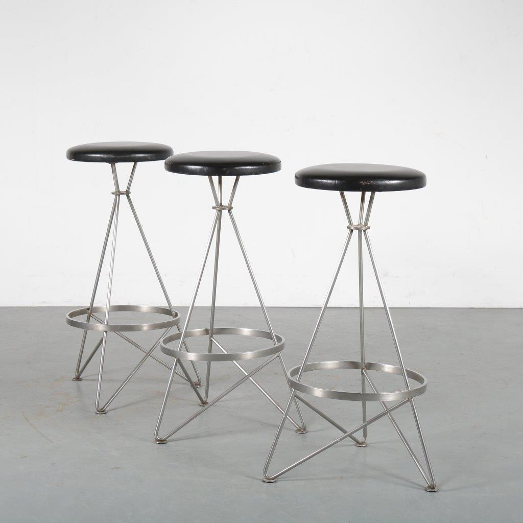 m23963 1960s Set of 3 bar stools on stainless steel base with black leather round seat