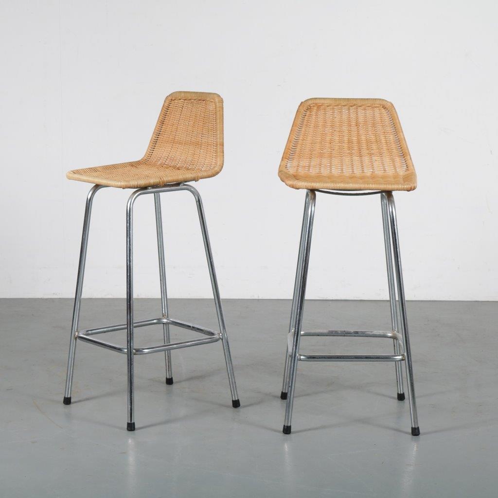 m24189 1960s Set of 2 bar stool, chrome metal base with wicker Dirk van Sliedregt Rohé / Netherlands