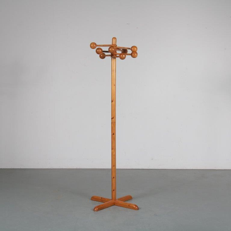 m24067 1960s Pine Swedish freestanding coat rack Sweden