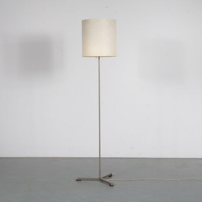 L4502 1960s floorlamp on 3 leg base with cilinder shaped fabric hood Netherlands