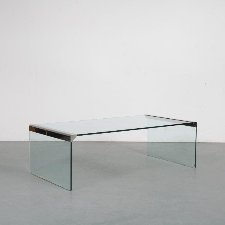 m24068 1970s Rectangular glass coffee table with chrome details Galotti & Radice / Italy