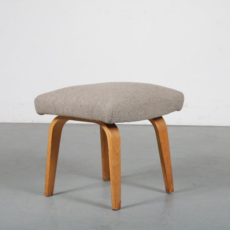 m21022 1960s Plywood stool designed by Cees Braakman, manufactured by Pastoe in the Netherlands