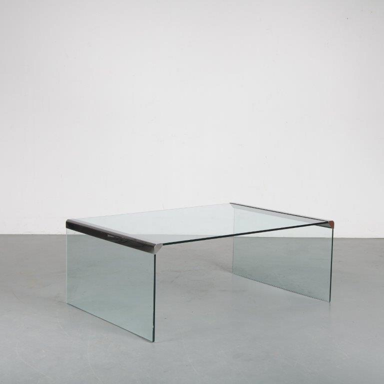 m23567b 1970s Coffee table by Galotti & Radice in Italy