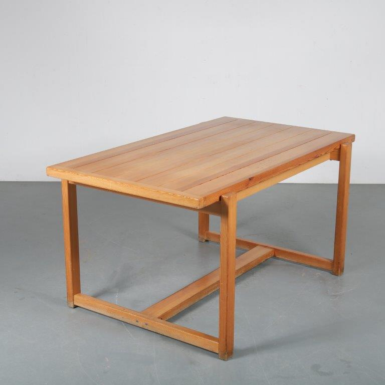 m23984 1960s Pine dining table Sweden
