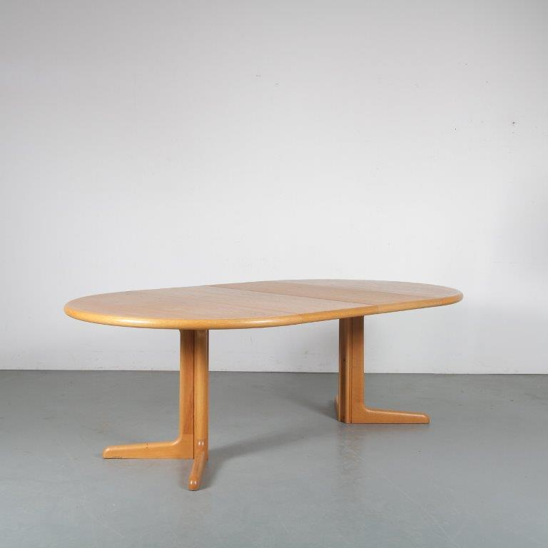 m23815 1960s Round oak extendible dining table with two inlay tops Niels Moller Gudme Mobler / Denmark