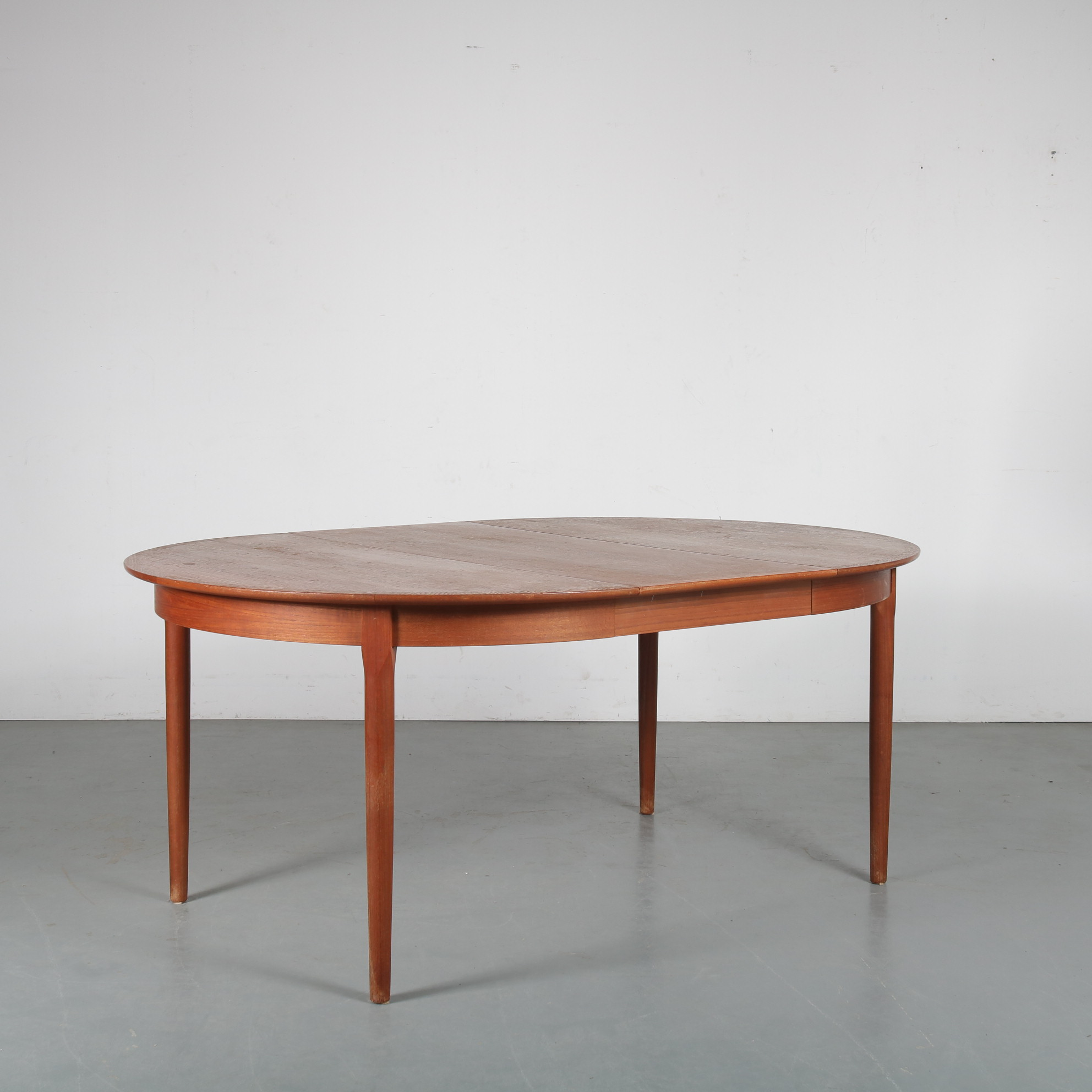 m24173 1950s Round teak Danish extendible dining table with one seperate inlay top A.R. / Denmark