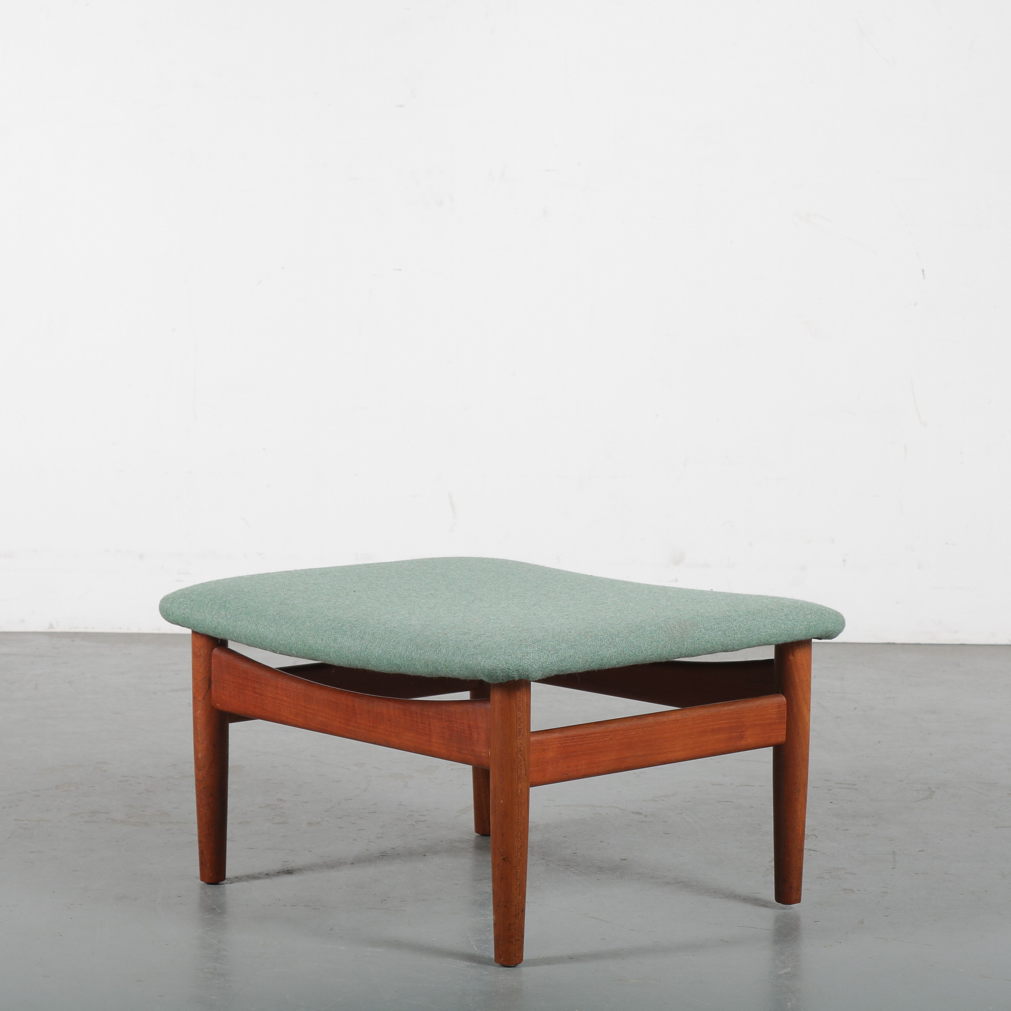m24198 1950s Ottoman on teak base with new upholstery from the Japan series Finn Juhl France & Son / Denmark