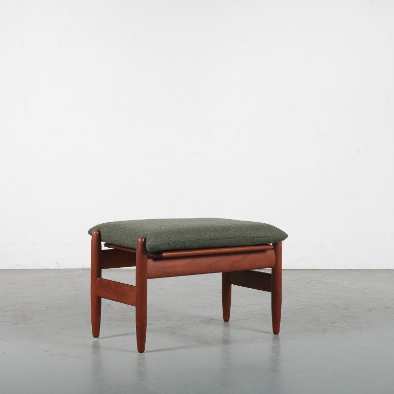m24199 1950s Teak wooden stool with new upholstery Hans Olsen Frem Røjle Møbelfabrik / Denmark
