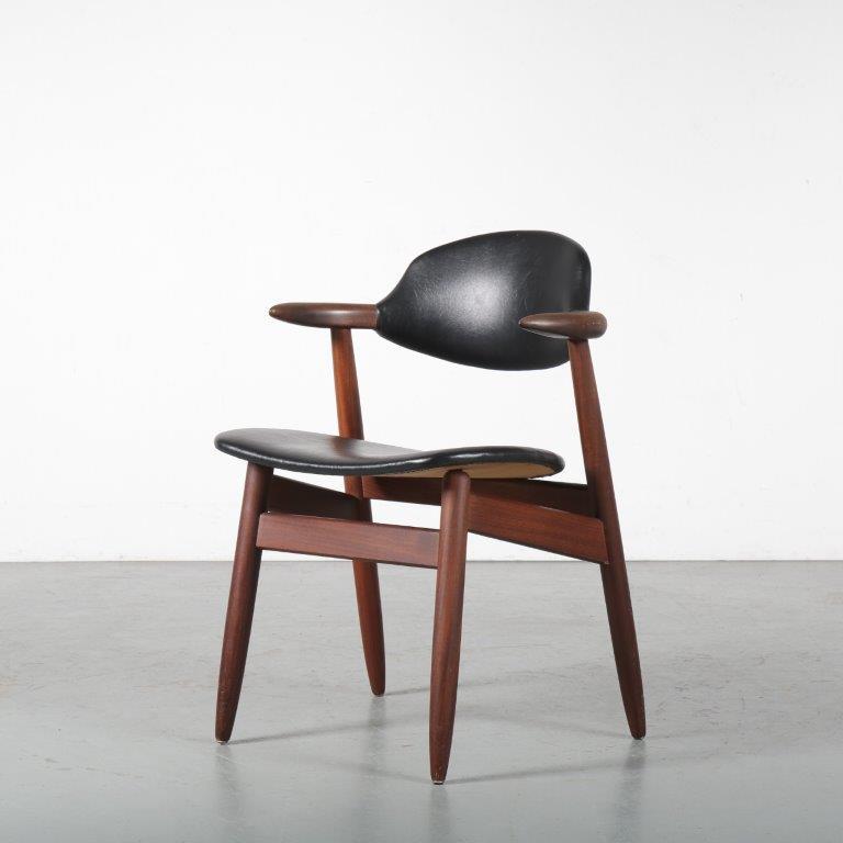 m24420 1950s teak cow horn chair with black skai upholstery Tijsseling NL