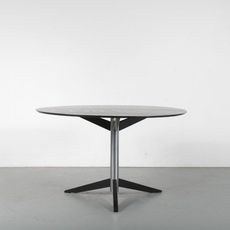m24483 1960s Round dining table on metal 3-legged base with black stained top Martin Visser Spectrum / Netherlands