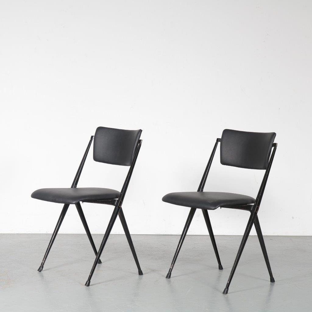m24435-6 1950s pyramide stacking chair Wim Rietveld Ahrend/ de Cirkel NL