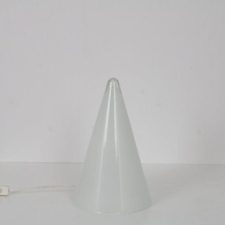 "L4569 1990s ""Teepee"" glass table lamp in pyramid shape SCE / France"