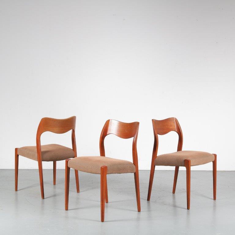 m24626 1950s Teak dining chair with fabric upholstery model 71 Moller Moller / Denmark