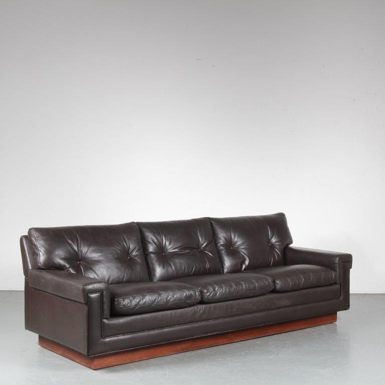 m24652 1960s Brown leather 3-seater sofa on rosewooden plinth / base Bovenkamp / Netherlands