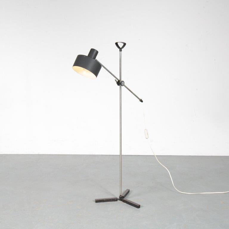 L4519 1950s floor lamp on 3 tripod base with black metal hood AnviaNL