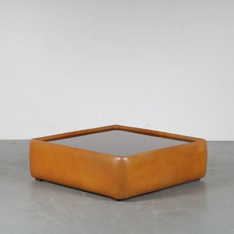 m24580 1970s Beautiful square coffee table in cognac leather with glass top De Sede Switzerland