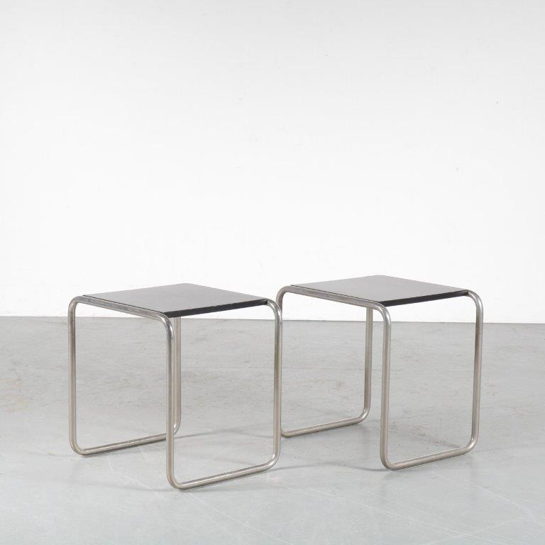 m24766 1930s Set of two side tables on chrome pipe frame base with black wooden tops, 1970s edition Marcel Breuer Tecta / Germa