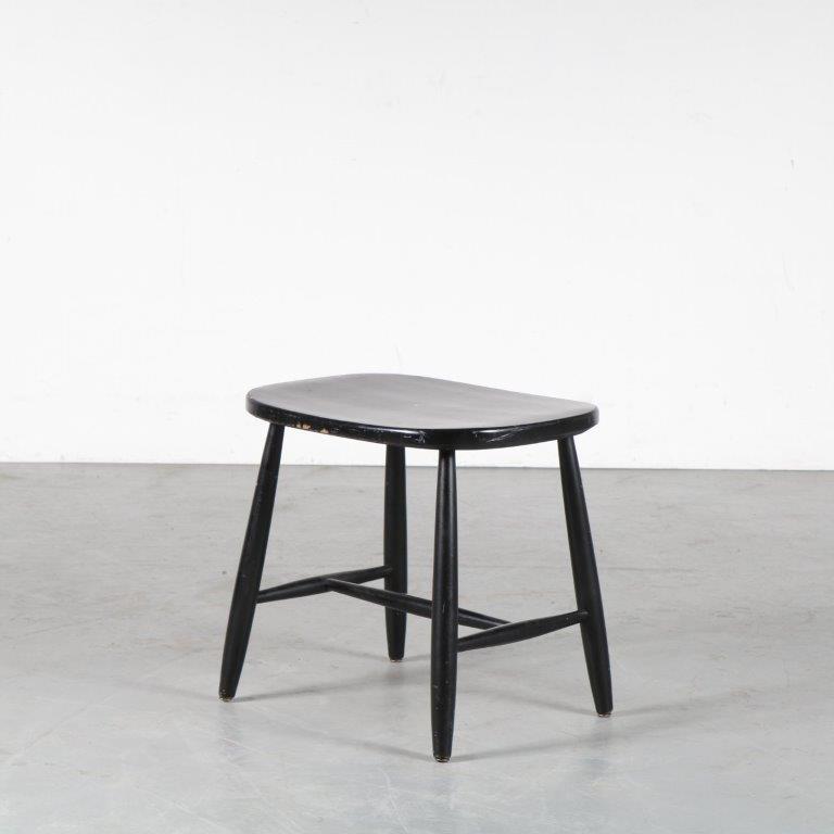 m24767 1950s Black wooden stool Luigi Ercolani Ercol Italy