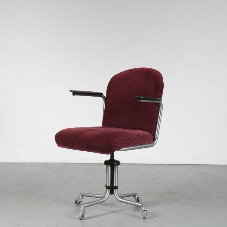 m24795 1950s Desk chair on wheels with ribcord upholstery and bakelite armrests W.H. Gispen Gispen / Netherlands