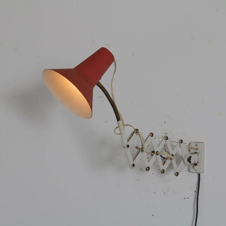 L4542 1950s white metal scissor lamp with red metal hood Hala NL