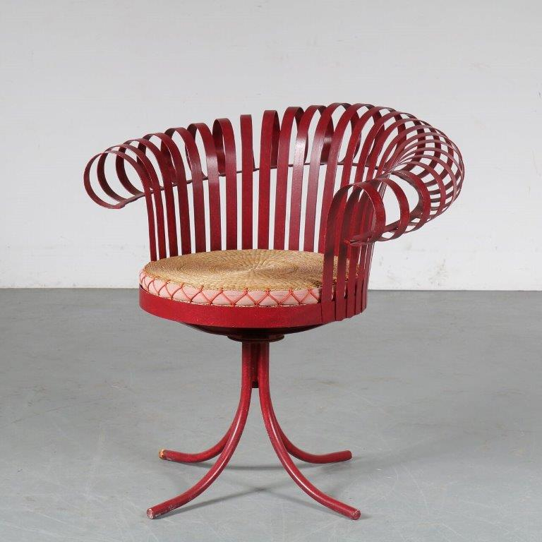 m24953 1960s Unique metal swivel garden chair with wicker seat cushion Russel Wood Art USA