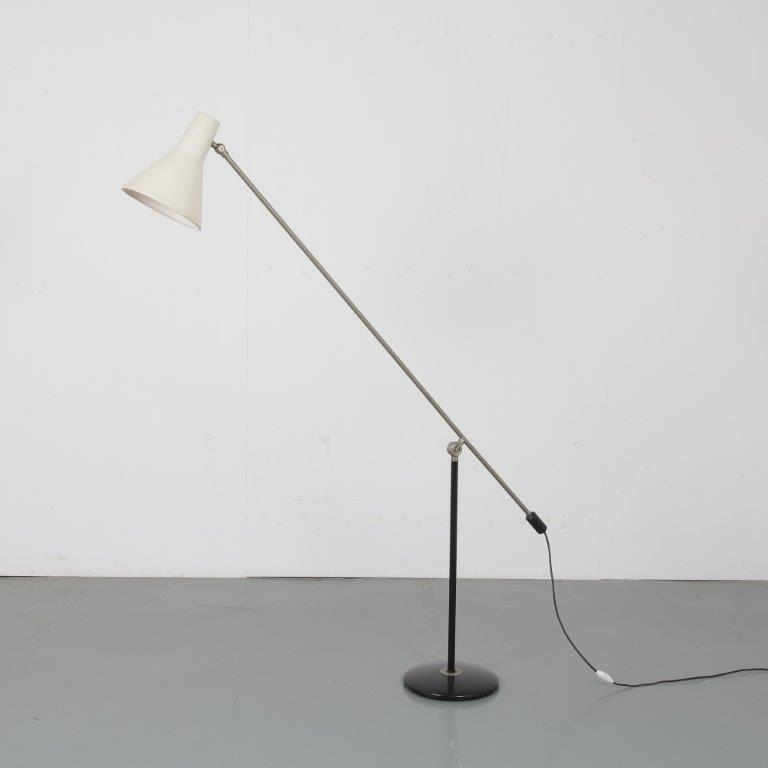 L4661 1950s Counter balance floor lamp, black metal with chrome base with white metal hood Anvia Netherlands