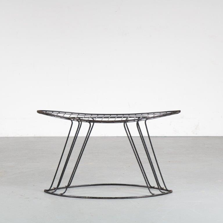m24958 1950s Black wire metal stool in unique shape Wijnberg USA