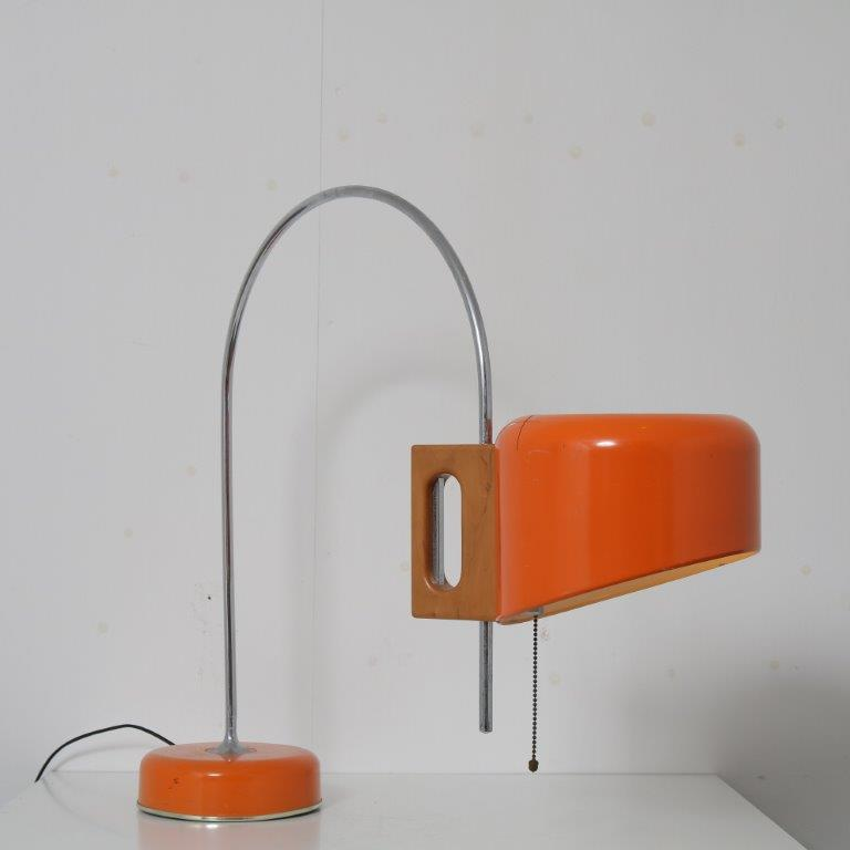 L4667 1960s Orange and chrome metal table lamp with small arc and wooden details Tomas Diaz Magro Fase Spain