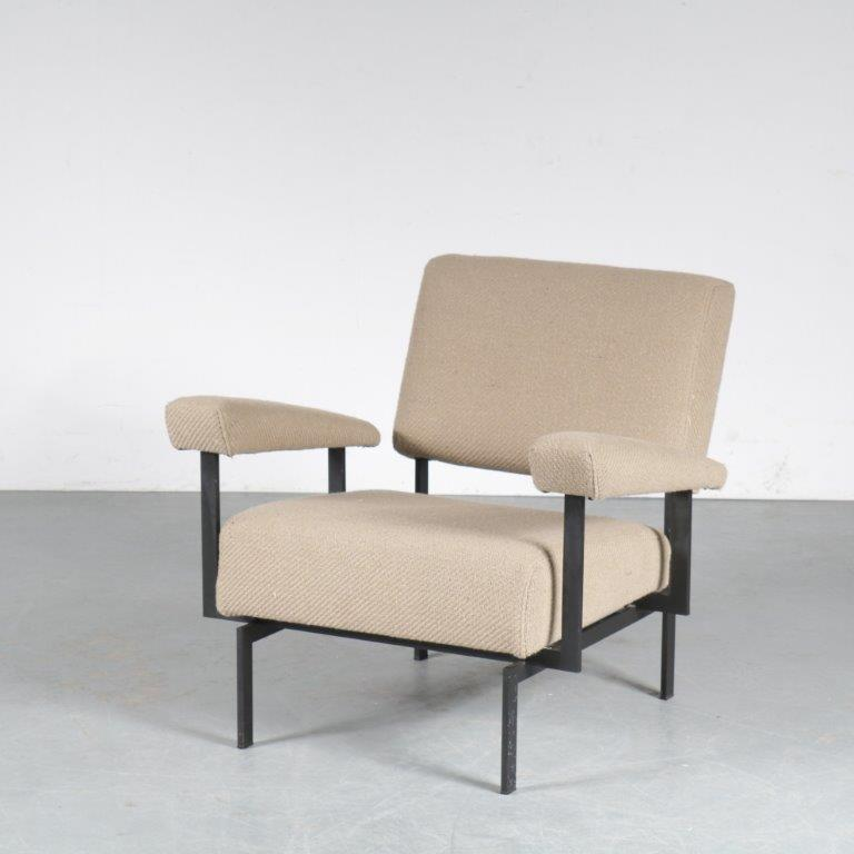 m24554 1950s Japanese series easy chair on black metal base with new upholstery Cees Braakman Pastoe Netherlands