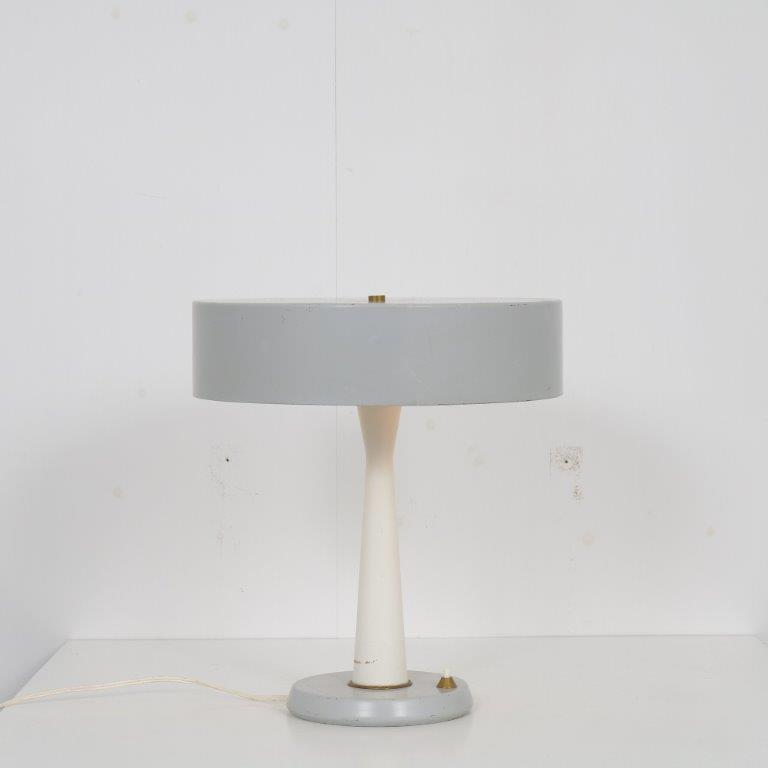 L4692 1950s Grey with white metal table lamp with brass details Italy