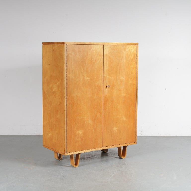 m25061 1950s Birch cabinet on plywooden curved legs model CB06 Cees Braakman Pastoe Netherlands